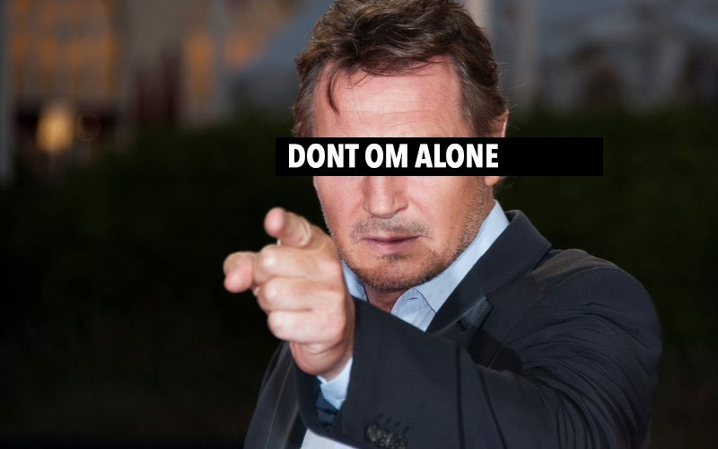 Liam_Neeson_pointing